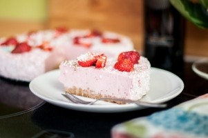 cake-strawberry-piece-eating-food-sweets-pastries (1)