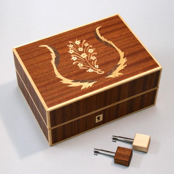 富良野で「木象嵌のプロポーズボックス」活躍中!!